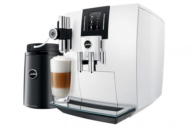 Ekspres do kawy firmy Jura (model J6) - wymienianej przez większość sklepów sprzedających w Trójmieście ekspresy do kawy, jako lider w zakresie domowych, automatycznych urządzeń do przygotowywania napoju kawowego (cena: ok 8 tys. złotych).