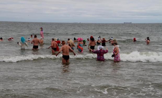 Zima dobiegła końca i o lodowate kąpiele w Bałtyku jest już ciężko. Przy obecnych temperaturach wejście do morza wciąż może być jednak hartujące. Później będzie trzeba szukać innych sposobów.