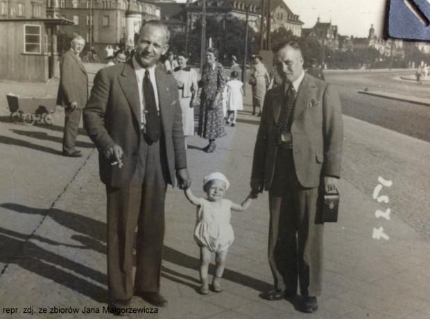 Po lewej Franciszek Małgorzewicz, w środku jego syn Jan, a po prawej wuj chłopca Jan Borowski.