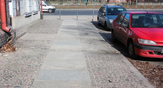 Kamienne płyty przy Targu Maślanym.