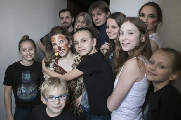 W zespole Stowarzyszenia Teatralnego Ingenium zawsze jest dobra atmosfera. Praca w zróżnicowanej wiekowo grupie daje korzyści młodszym i starszym.