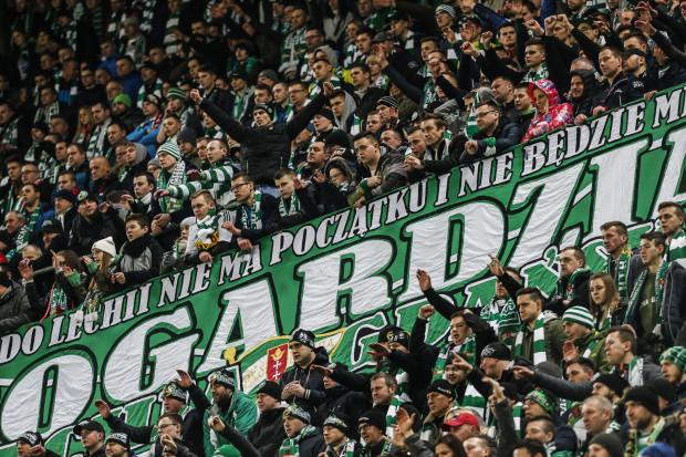 Kibice Lechii Gdańsk wracają na mecze wyjazdowe. Gdy ich nie było, biało-zieloni z pięciu spotkań przywieźli tylko jeden punktów.
