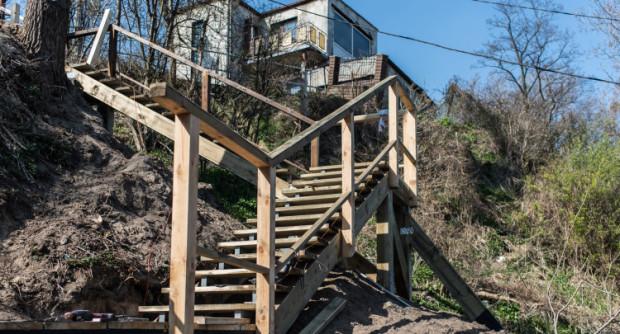 Budowa schodów wciąż trwa. Urzędnicy zapewniają, że do końca kwietnia prace zostaną zakończone.