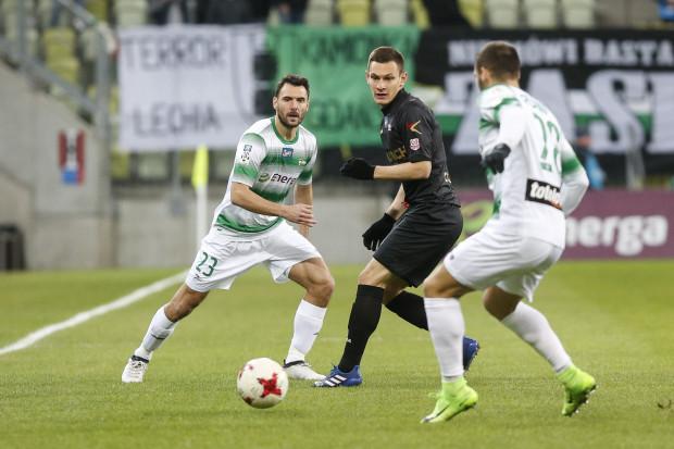 Grzegorz Wojtkowiak (z lewej) z powodu kontuzji kolana nie zagra już w tym sezonie.