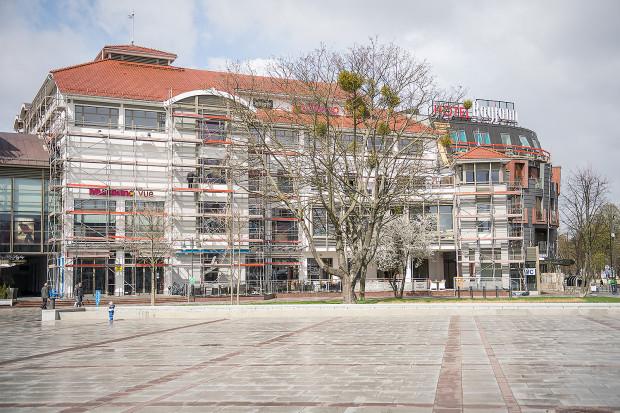 Do końca przedświątecznego tygodnia rusztowania znikną sprzed Centrum Haffnera i oczom spacerujących ukaże się oczyszczona i odmalowana elewacja budynku.