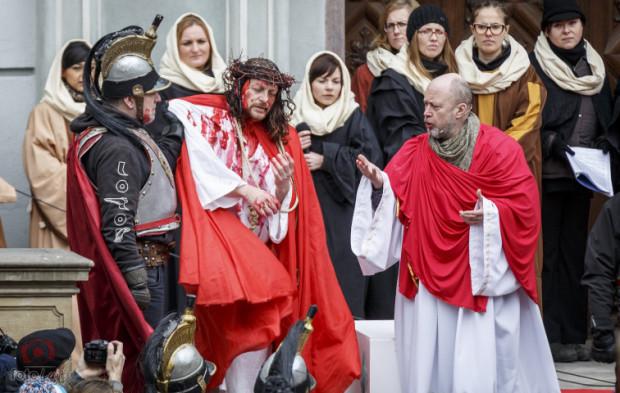"""W tym roku, zamiast dziennej procesji z Misterium Męki Pańskiej, przy Katowni odbędzie się spektakl zatytułowany """"Sąd nad Jezusem""""."""