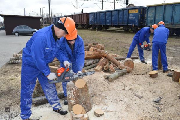 Wbrew obiegowej opinii wielu skazanych nie marnuje czasu w więzieniu, tylko pracuje w ramach możliwości, które oferuje im ustawa. W ZK Gdańsk Przeróbka pracuje ponad 50 proc. skazanych.