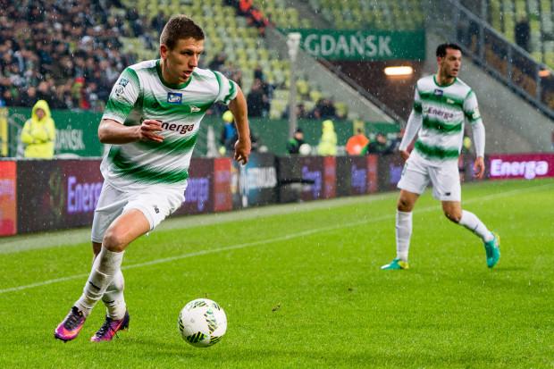 Rafał Janicki rozegrał już dla Lechii 171 meczów w ekstraklasie. Gdański obrońca zapewnia, że jeden mecz derbowy z Arką był dla niego szczególnym przeżyciem. W poniedziałek ma szanse na kolejny.