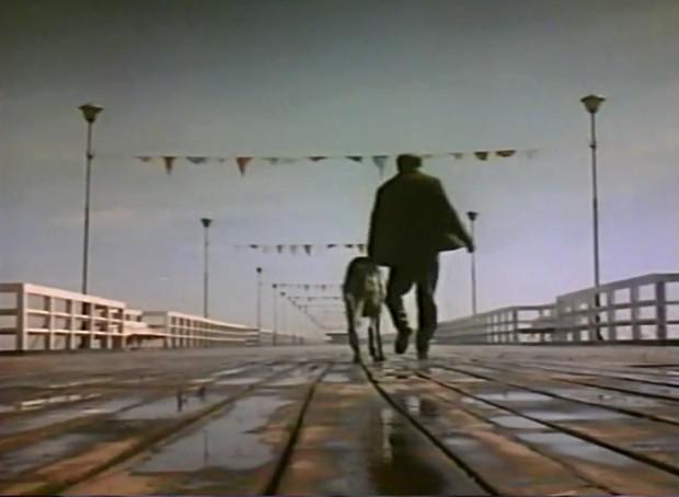 Końcowa scena filmu, czyli kadr z sopockiego molo.