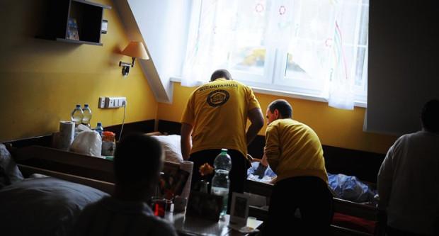 Więźniowie z Zakładu Karnego na Przeróbce w ramach resocjalizacji pracują m.in. w hospicjum im. ks. Dutkiewicza w Gdańsku.
