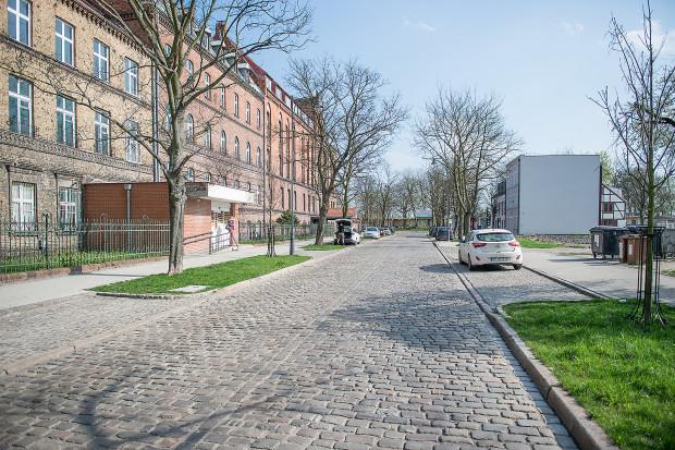 Dawny szpital przy ul. Zdzisława Kieturakisa. Droga wyremontowana została w czasie rewitalizacji Dolnego Miasta.