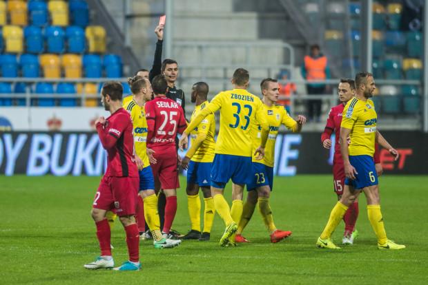"""W 73. minucie Aleksandar Sedlar dostał czerwoną kartkę, ale kwadrans później, grając w """"10"""" Piast wyrównał w Gdyni."""
