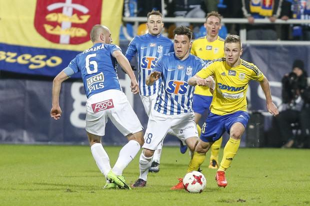 Mateusz Szwoch (przy piłce) wierzy, że Arka pokona Lecha i zdobędzie Puchar Polski.
