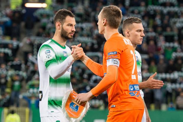 """W nowym ustawieniu Lechii nie tylko do """"11"""" wrócili Simeon Sławczew (z lewej) i Lukas Haraslin (z prawej), ale otrzymali też inne zadania do wykonania."""