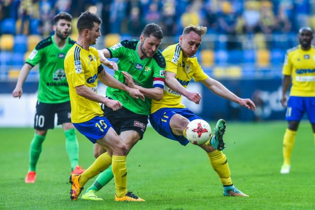 Adam Marciniak (z prawej) zapewnia, że w Arce nie ma i nie było bajlando. Miroslav Bożok (z lewej) może stracić opaskę kapitana na rzecz Krzysztofa Sobieraja.