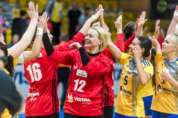 Już tylko punkt dzieli piłkarki ręczne Vistalu od zdobycia tytułu mistrzyń Polski. Z numerem 12 Małgorzata Gapska, która złoto z gdyńską drużyną zdobyła w 2012 roku.