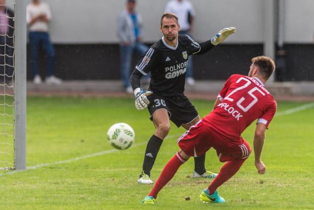 Pavels Steinbors uratował Arkę od wysokiej przegranej z Wisłą Płock. Bramkarz w wysokiej formie znajduje się od finału Pucharu Polski, po którym klub musi jednak zapłacić karę finansową.