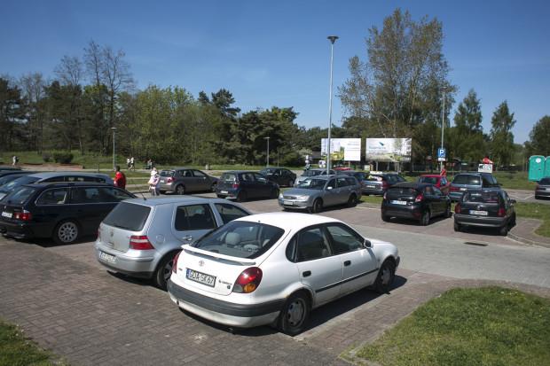 Opłaty na parkingach w Jelitkowie, na Zaspie (na zdjęciu) i Stogach będą pobierane przez 7 dni w tygodniu, ale tylko w godzinach 9-17. W pozostałych godzinach parkowanie będzie darmowe.