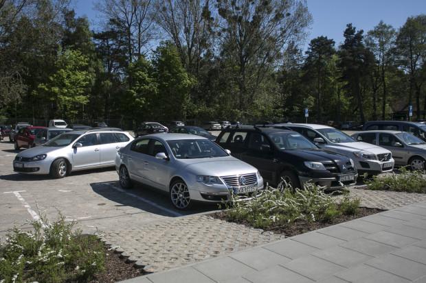 Parking przy ul. Nowotnej.