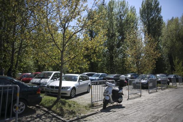 Parking przy ul. Błękitnej.