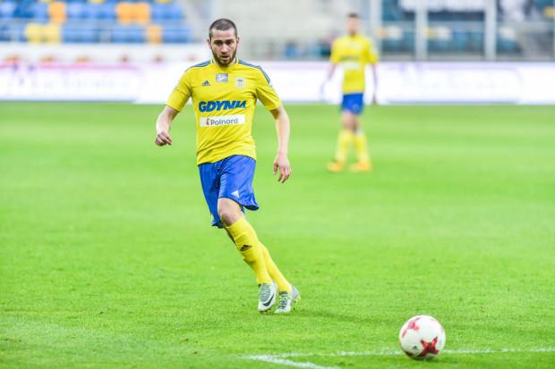 Luka Zarandia zagrał dotychczas w ośmiu meczach Arki i tylko raz od pierwszej minuty. Tomasz Korynt uważa, że danie mu szansy pojawienia się ponownie w pierwszym składzie może zmienić grę ofensywną Arki.