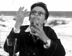 Zbigniew Cybulski debiutował na deskach Teatru Wybrzeże, który w w 1953 r. działał w Gdyni.