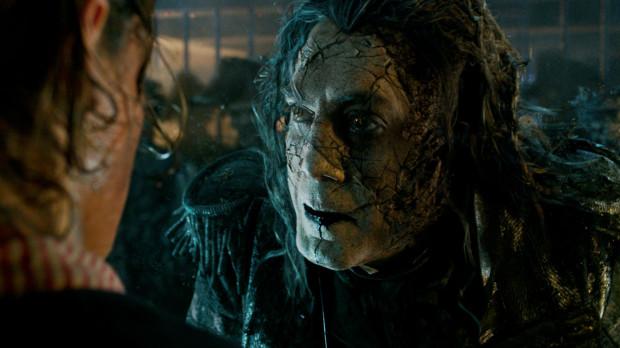 """W """"Zemście Salazara"""" nieźle, choć bez charakterystycznego błysku prezentują się młodzi aktorzy. Johnny Depp i Geoffrey Rush wyraźnie już odczuwają tęsknotę za lądem. Genialnie za to sprawdza się Javier Bardem, który pod każdym kątem - wyglądem, akcentem, mową ciała - prezentuje się rewelacyjnie. To postać, której brak na ekranie natychmiast da się odczuć."""