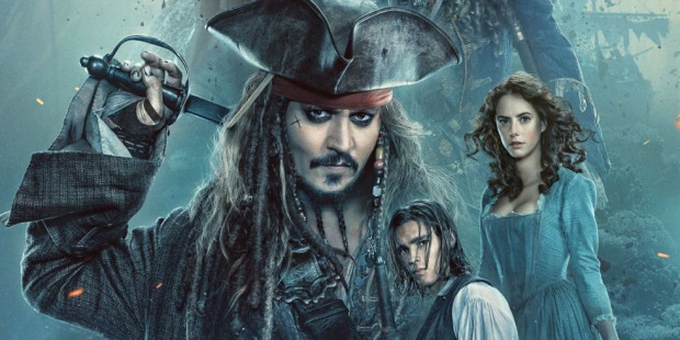 """Kapitan Jack Sparrow tym razem wychowuje na """"pirackim wikcie"""" kolejne pokolenie młodych niepokornych. Wspólnie z Henrym i Cariną dowódca """"Czarnej Perły"""" poszukuje magicznego Trójzębu Posejdona. Współpraca jest tylko powierzchowna, bo każdy z trójki bohaterów kieruje się innymi pobudkami i zupełnie inaczej chce wykorzystać magiczny przedmiot."""