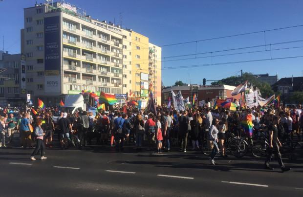 Tłum zablokował całe skrzyżowanie Grunwaldzkiej z Miszewskiego i Do Studzienki.