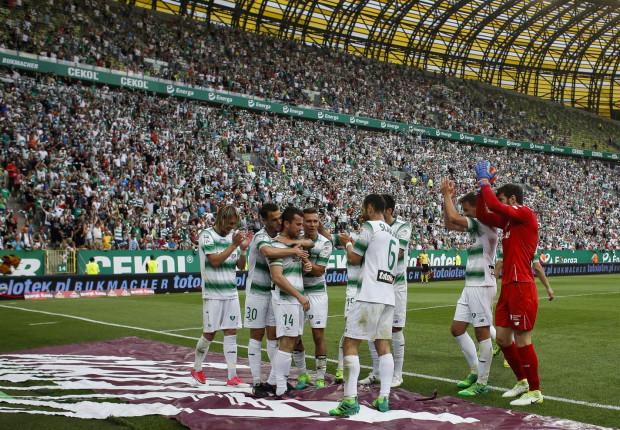 W niedzielę piłkarze Lechii Gdańsk cieszyli się ze zwycięstwa 4:0 w ostatnim meczu sezonu przed własną publicznością. Za tydzień mogą sięgnąć po wielki sukces, ale muszą wygrać jeszcze raz, z Legią w Warszawie.