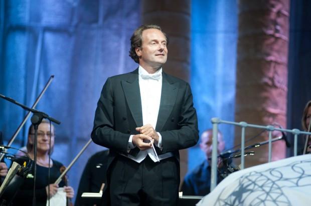 """- Koncerty promenadowe to znakomita okazja, aby zapoznać się i zaprzyjaźnić z muzyką klasyczną - mówi Massimiliano Caldi (na zdj.), autor programu tegorocznych gdańskich """"Promsów""""."""