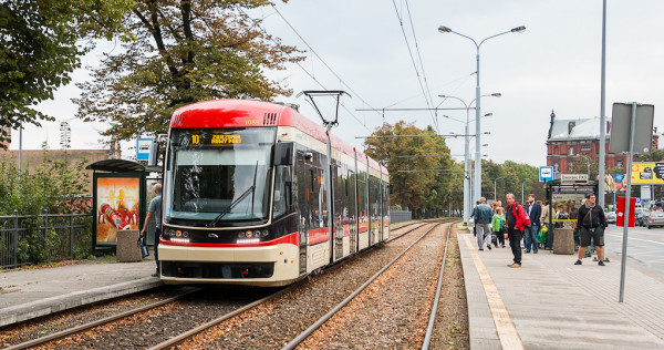 Nowe tramwaje będą w pełni niskopodłogowe i dwukierunkowe, podobnie jak kursujące już po Gdańsku Pesy Jazz Duo.