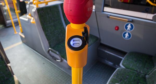 W tramwajach, podobnie jak w najnowszych autobusach, pojawią się gniazda USB do ładowania urządzeń mobilnych.