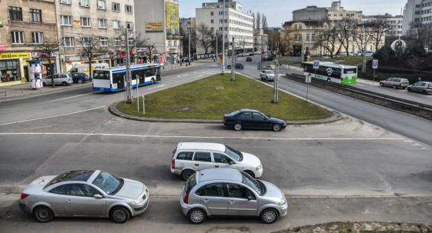 Skrzyżowanie przy dworcu w Gdyni czeka na przebudowę od kilku lat, ale do ostatniego roku, nie było na nią pieniędzy.