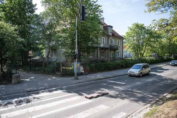 Na działce, którą zamierza kupić od AWFiS firma deweloperska BMC znajduje się w tej chwili dom asystenta oraz hotel - Ośrodek Przygotowań Olimpijskich.