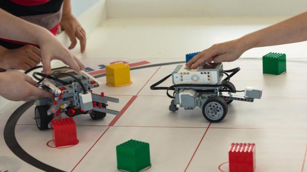Podczas komercyjnych półkolonii dzieci będą miały możliwość poznać podstawy kodowania i programowania.
