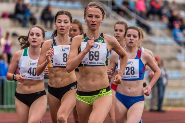 Uczestniczki Grand Prix Gdańska na 3000 metrów. Wygrała Beata Topka (nr 128) przed Sylwią Indeką (69) i Aleksandrą Hołdą (8).