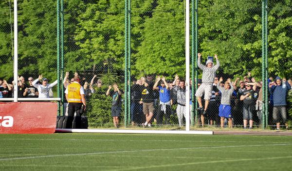 Kibice Arki w niedzielę chcą świętować razem z Gwardią jej awans do II ligi. Ich obecność na meczach Bałtyku w ostatnich latach nie wróżyła jednak niczego dobrego. Stąd dodatkowe środki bezpieczeństwa na niedzielne spotkanie.