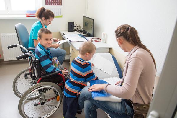 Chłopcy  z dystrofią Duchenne'a przyjeżdżają do ośrodka raz w roku na trzy dni, w trakcie których m. in. przechodzą badania ogólne, gęstości kości, spirometrię, USG brzucha, wątroby i tarczycy oraz wiele innych.