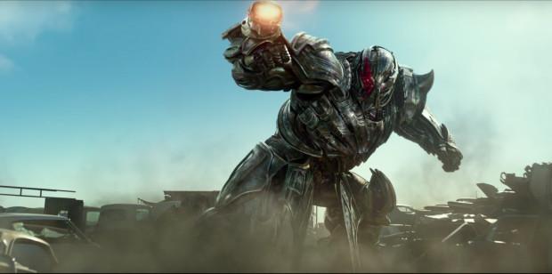Kilka humorystycznych tekstów, nienaganne dopracowanie techniczne Transformerów i wartkie, choć do czasu, tempo akcji nie są w stanie uratować filmu, który na świecie zbiera fatalne recenzje i może poszczycić się najgorszym otwarciem finansowym w historii całej serii.