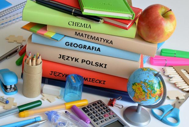 Darmowe podręczniki trafią do uczniów wszystkich klas podstawowych i dwóch klas z przejściowych roczników, które będą jeszcze chodzić do gimnazjów.