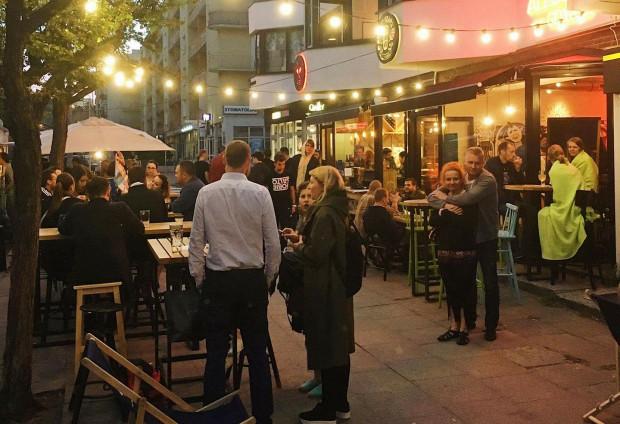 Weekendowy wieczór w pubie AleBrowar na ul. Starowiejskiej w Gdyni.