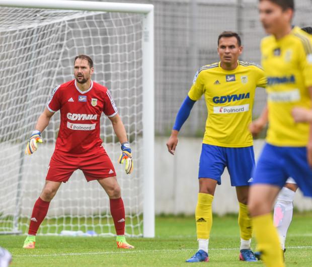 W drugim półroczu 2017 roku miasto zapłaci za promocję Arce 3 350 520 zł. Piłkarze Arki reklamują Gdynię m.in. na koszulkach. Na zdjęciu od lewej: Pavels Steinbors, Dawid Sołdecki i Maksymilian Hebel.