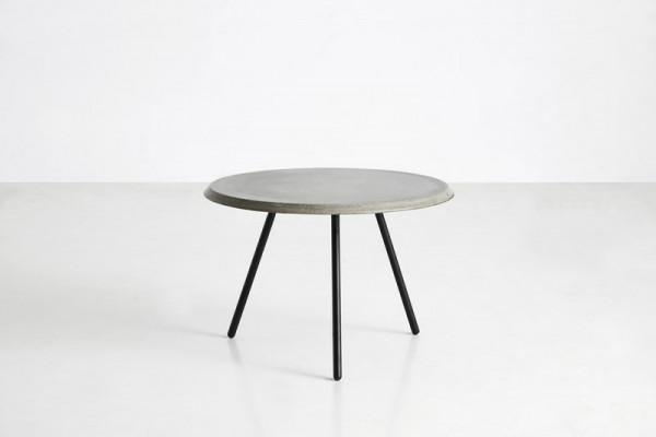Stolik z betonowym blatem Woud, cena od 1540 zł