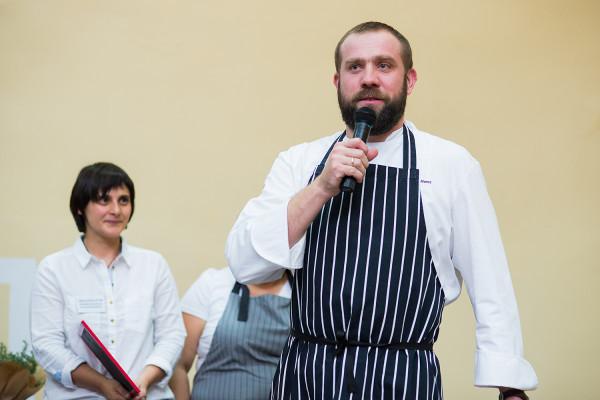 Artur Moroz właśnie stał się nową twarzą kulinarną TVP. Restaurator od kilkunastu lat prowadzi sopocką restaurację Bulaj.