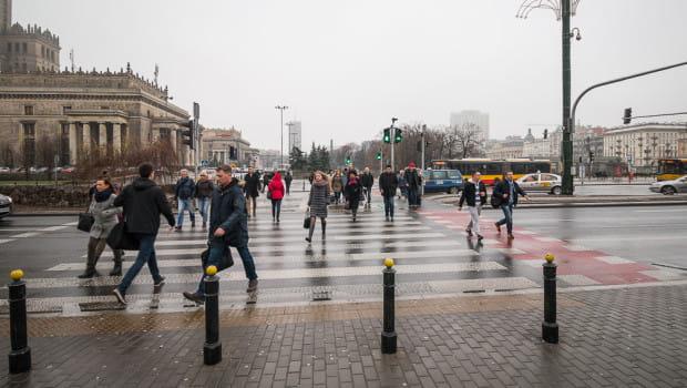 Przejście przy Dworcu Centralnym w Warszawie wyznaczono tymczasowo na czas remontu podziemi dworca. Funkcjonuje do dzisiaj, ponieważ mieszkańcy nie chcieli ponownie korzystać z tunelu, a niedawno otwarto kolejne - przez Al. Jerozolimskie, które są równie szerokie jak Wały Jagiellońskie.