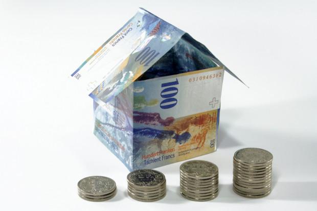 Niegdyś niska rata kredytu we franku szwajcarskim, dzisiaj wzrosła uniemożliwiając zamianę mieszkania na większe. U doradcy finansowego dowiemy się, co zrobić, aby ominąć tą pułapkę.