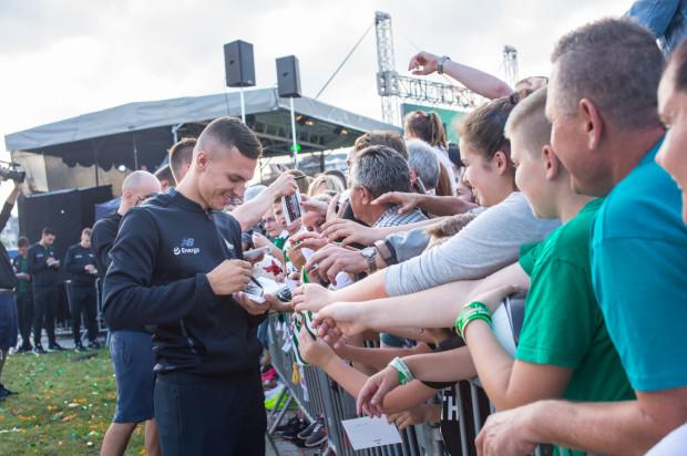 Czy to ostatnie autografy, które Lukas Haraslin rozdawał jako piłkarz Lechii Gdańsk?