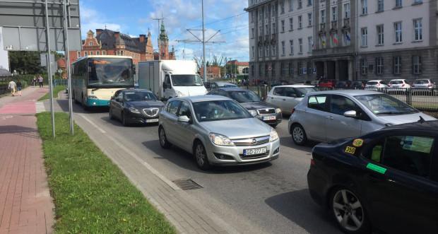 Zakorkowane niemal przez cały dzień ulice: Podwale Grodzkie i Wały Piastowskie.