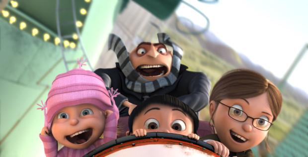 """Wakacyjny repertuar kinowy dostarczy wielu wrażeń szczególnie młodym widzom. Wśród propozycji trójmiejskich kin znajdziemy m.in. najnowszą część przygód Gru i Minionków, kontynuację animacji """"Auta"""" czy bajkową wyprawę Smerfów do zaginionej wioski."""
